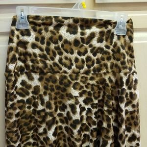 Sunny Leigh Skirts - Leopard print midi skirt in stretchy material